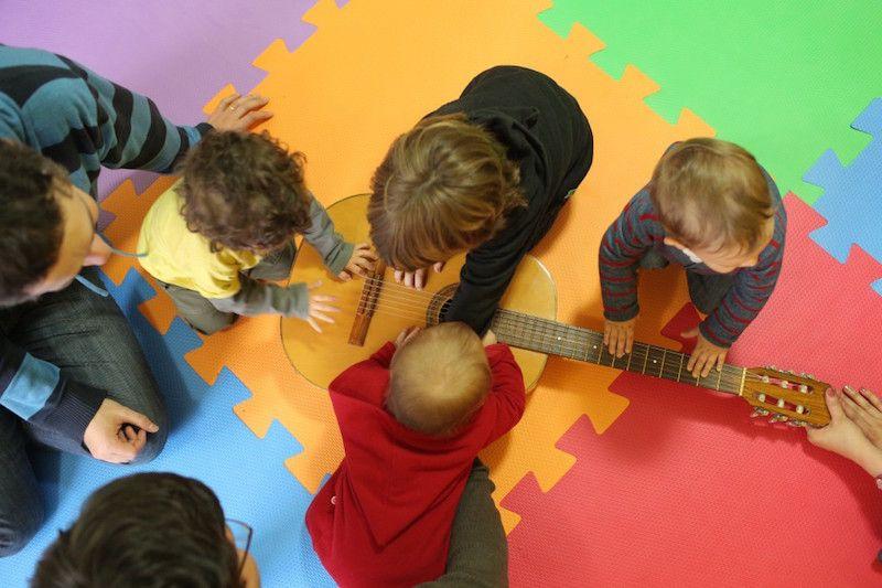 7 dicas para fazer atividades musicais com seus filhos em casa
