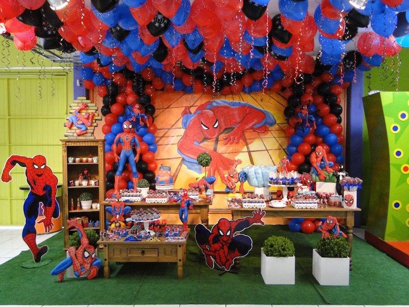 festa-infantil-homem-aranha-baloes-no-teto