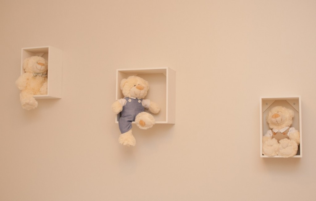 quarto-infantil-bege-quadro-urso