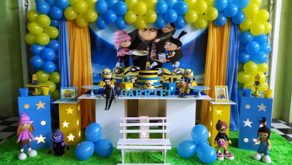 Artigos para festa infantil minions