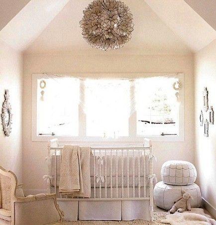quarto de bebê simples janela