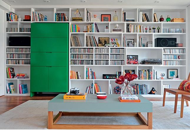 Dicas para organizar a estante de livros da família!