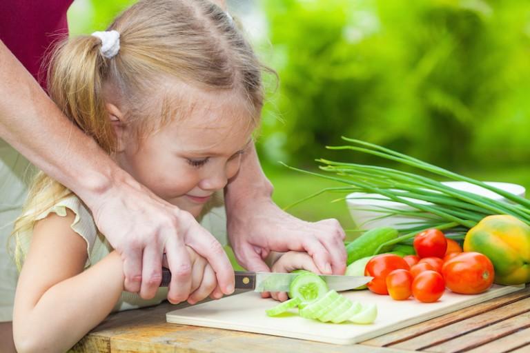 Dicas para incentivar uma alimentação saudável e independente