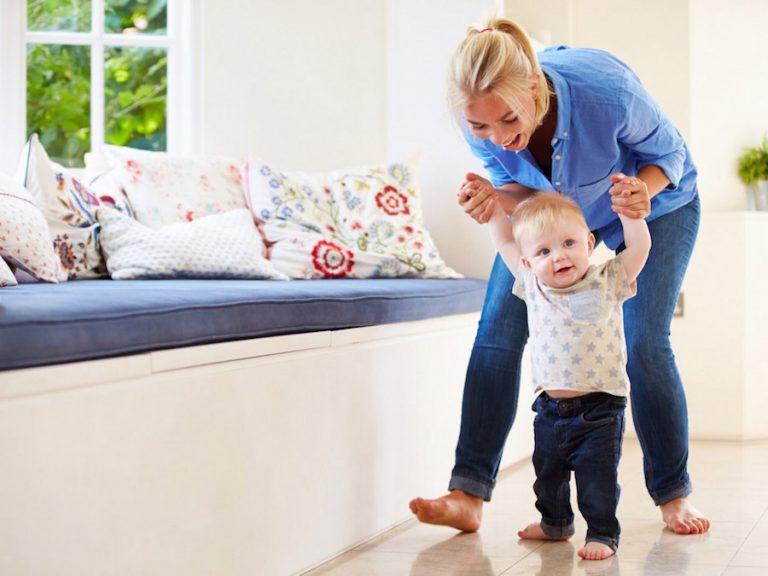 Um passo de cada vez: o bebê começa a andar