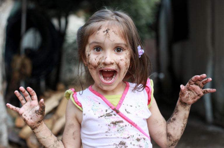 Criança tem que se sujar! Se sujar faz bem!