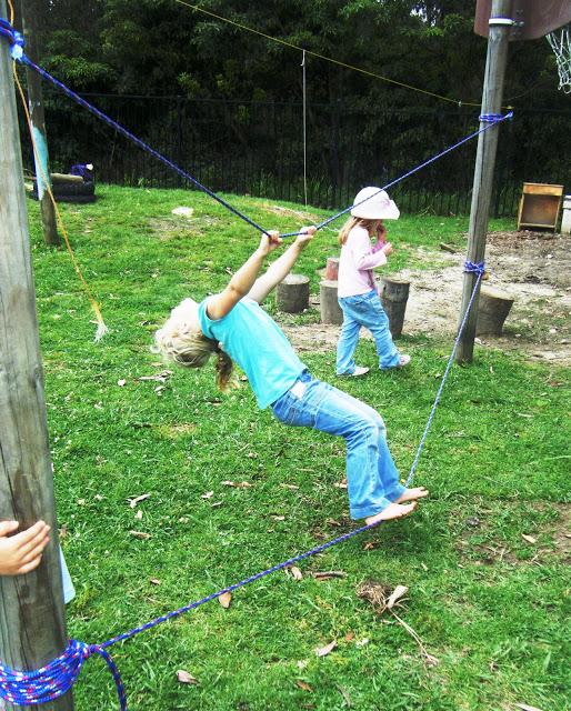 brincadeiras-ao-ar-livre-equilibrio