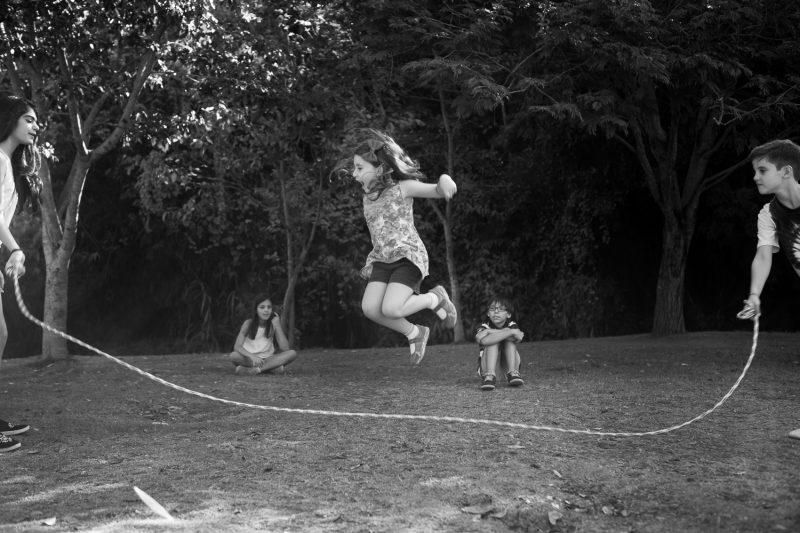 brincadeiras-ao-ar-livre-pular-corda