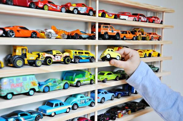 Quarto Infantil: Como Organizar os Carrinhos de Brinquedo