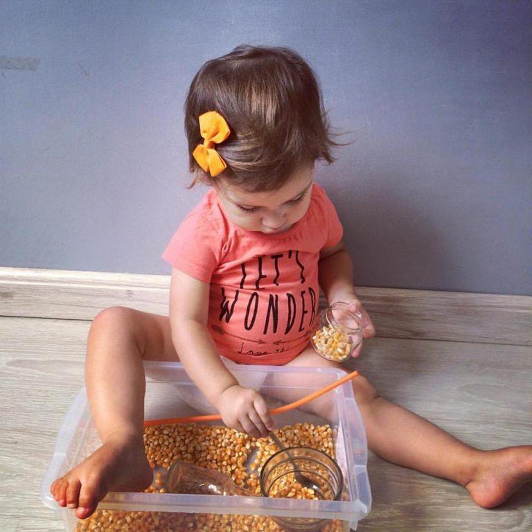 Brincando com as cores com a bebê – Semana do Laranja