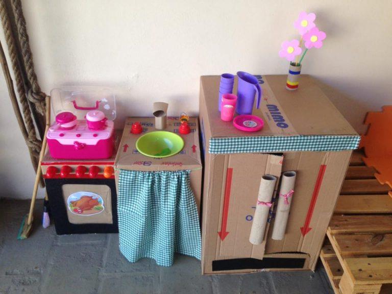 Criança na Cozinha (de Papelão): Faça Você Mesma a Brincadeira!