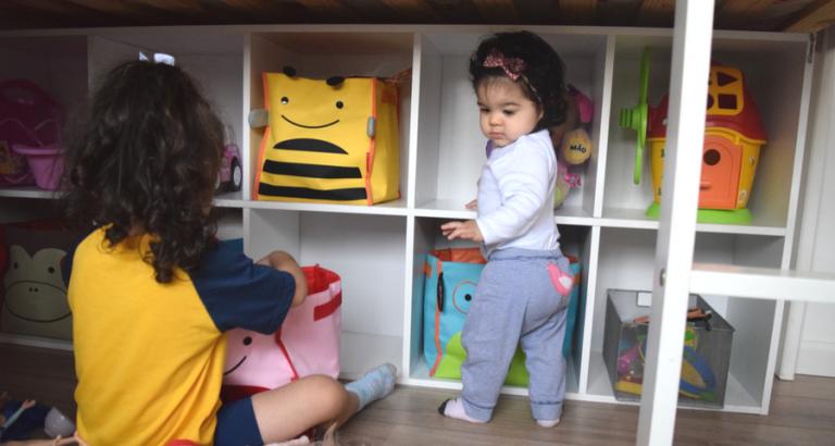 montessori-estante-organizacao