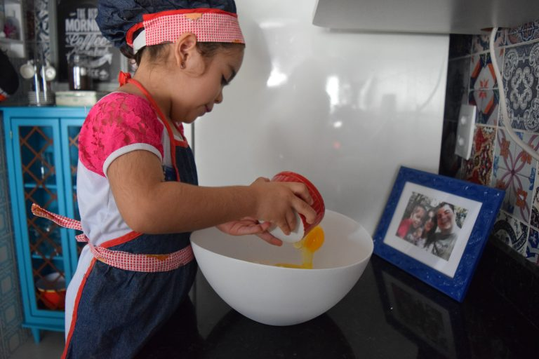 Tem criança na cozinha! Receita de Cupcake na Sweet Cake!