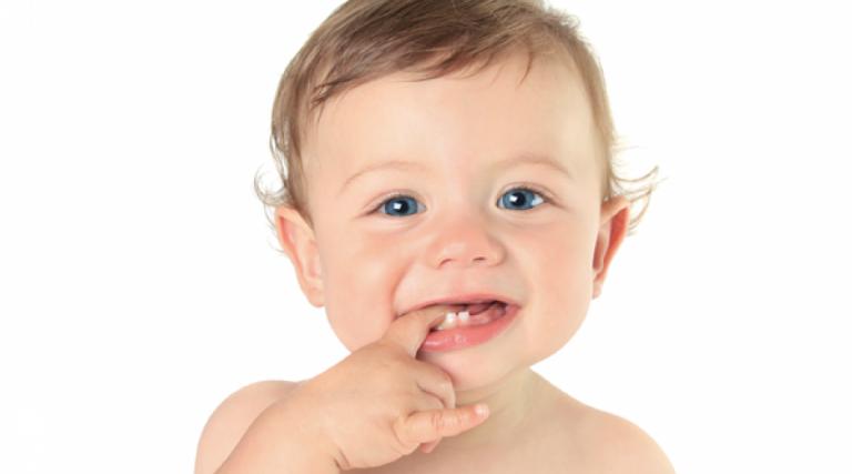 Cuidados com os dentes das crianças e SUPER DICA de como tirar a chupeta