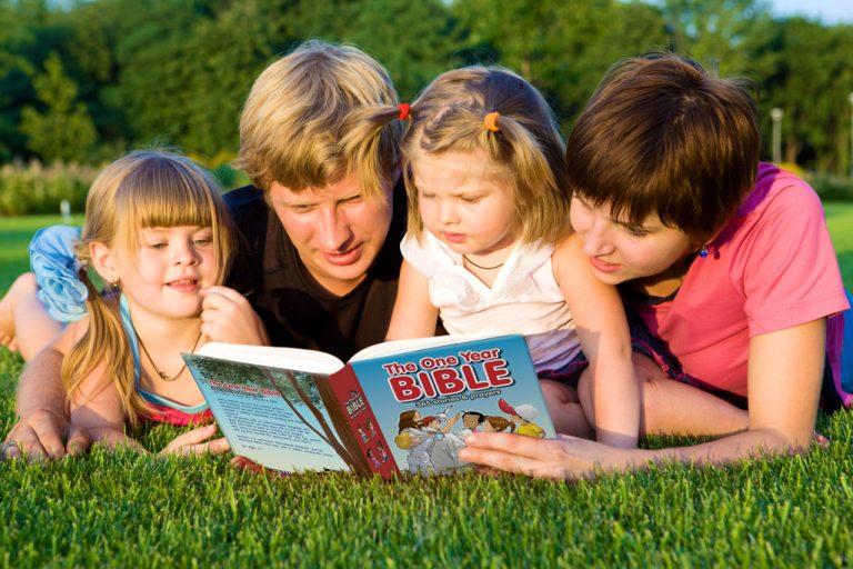 Bíblia Infantil: 9 opções para bebês e crianças! (é só escolher!)
