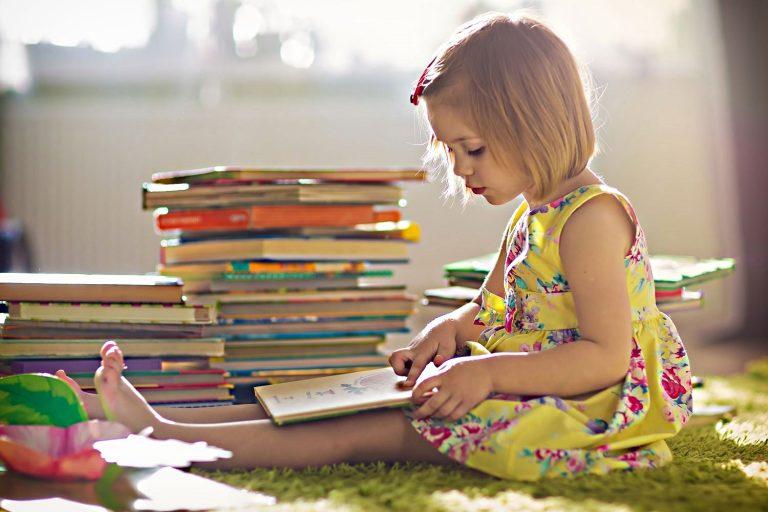 5 Dicas para ajudar na alfabetização do seu filho (e 79 livros infantis para essa fase)