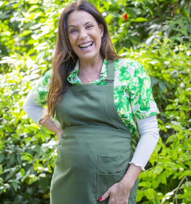 Carolina Ferraz grávida aos 46 anos
