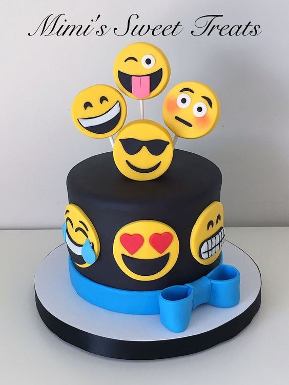 ideia de bolo para festa emoji
