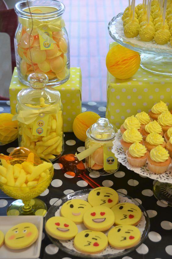 docinhos decoração festa infantil emoji