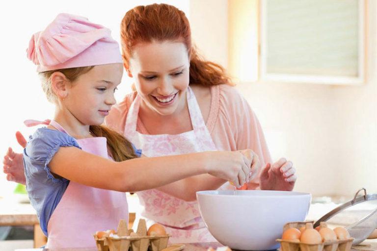 3 receitas de sobremesas simples para fazer com crianças