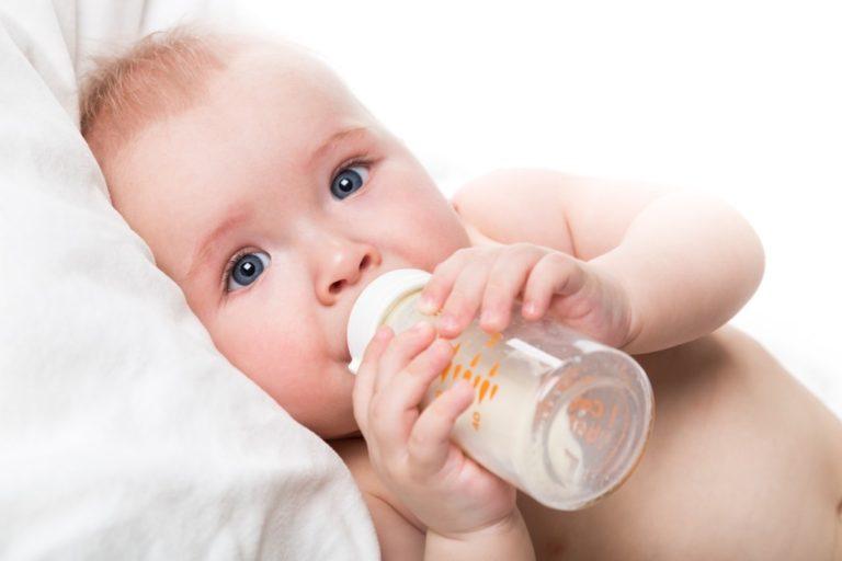Água de coco e mel quando que pode oferecer para o bebê?