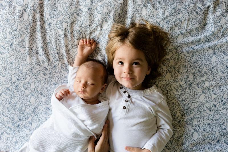 ajudar o irmão mais velho com a chegada do bebê