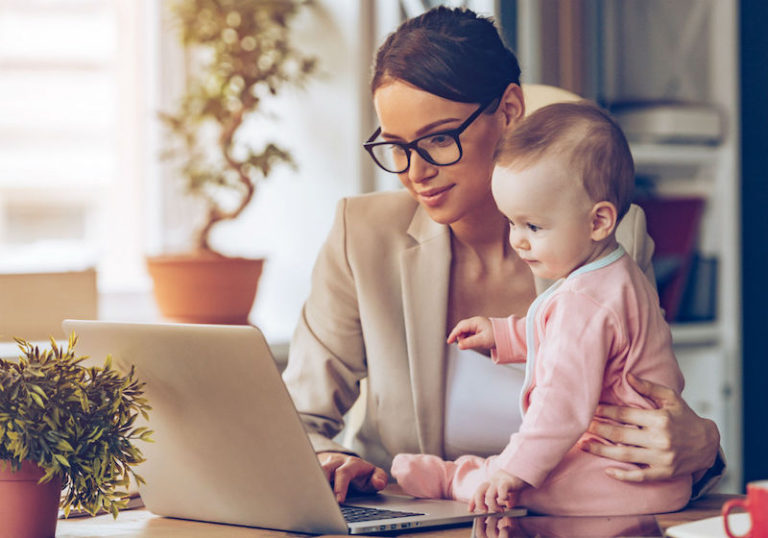 Mãe que trabalha em casa: como lidar com a frustração do seu filho quando você não pode ficar com ele o tempo inteiro