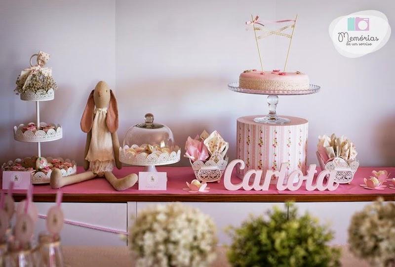 mesa principal de chá de fraldas com brinquedos
