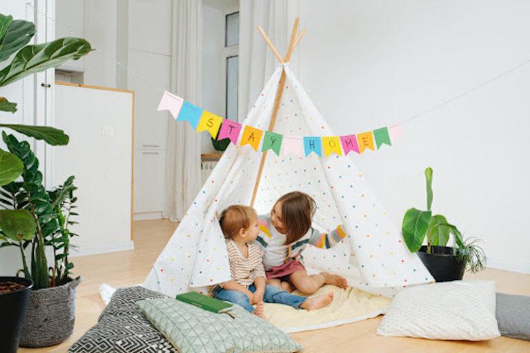 Ideias de brincadeiras para fazer dentro de casa nas férias!