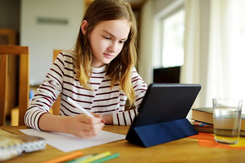 crianças e as aulas online