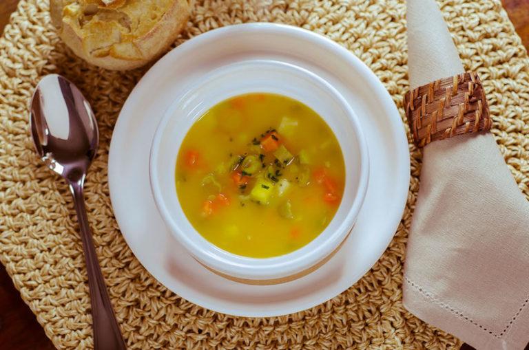Receitas de sopas e caldos quentes – você sabe a diferença?